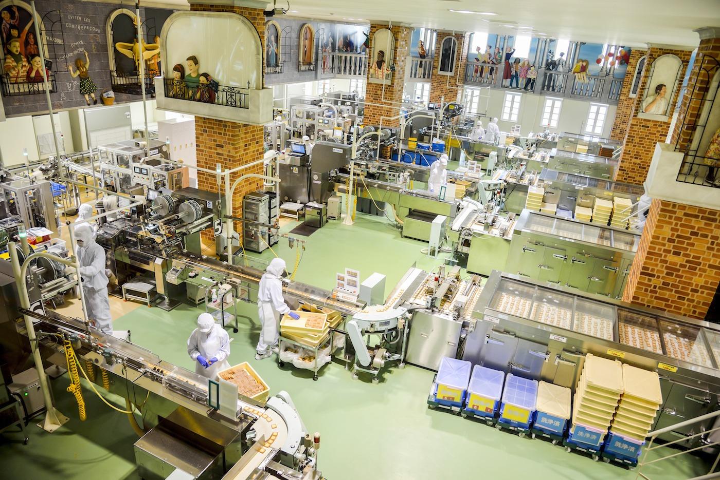 Operators work in Chocolate factory